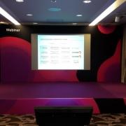 Установка брендинга на сцену для компании WEBINAR
