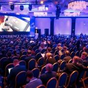 Сцена с экраном на конференцию